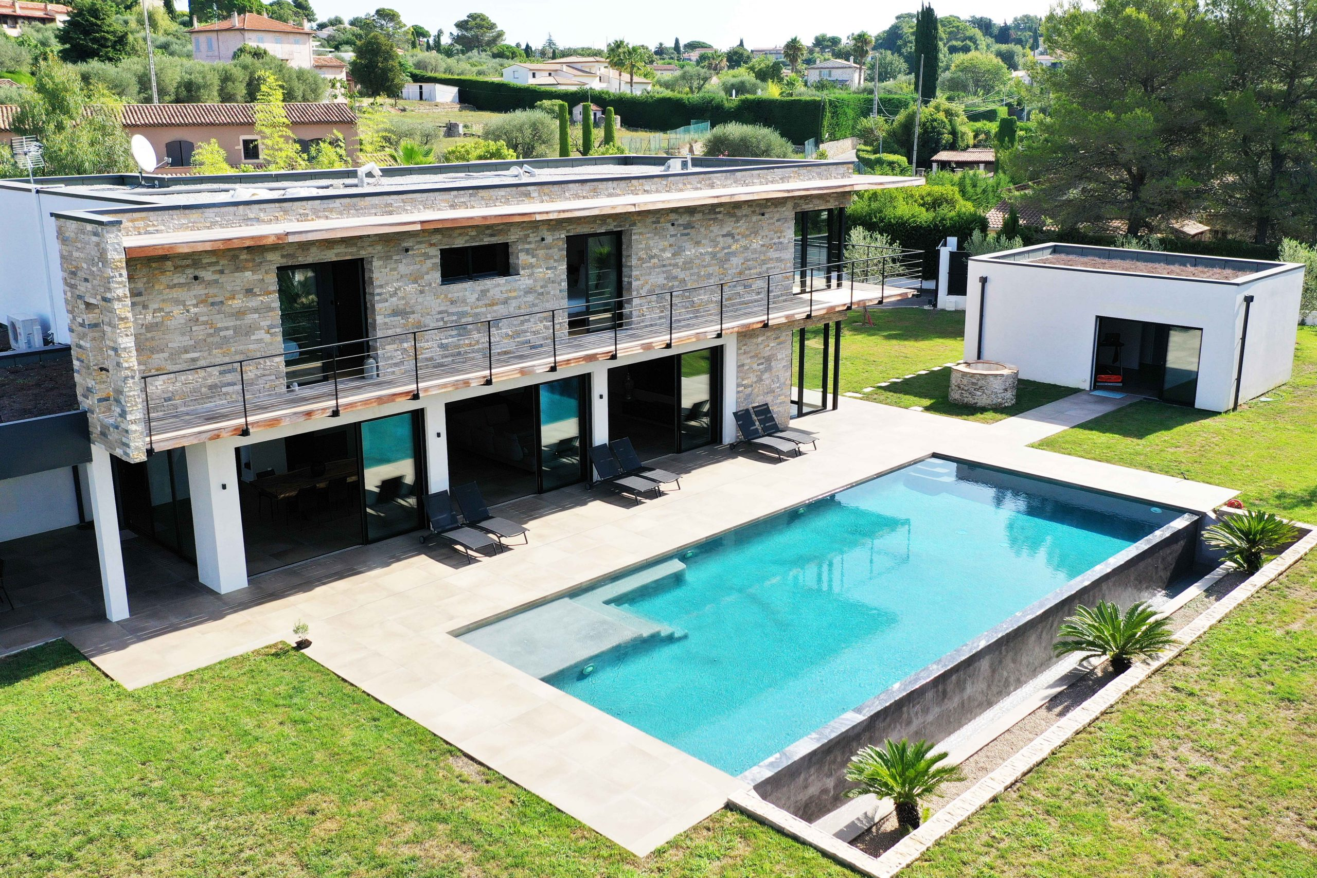 Exterior luxury villa in Mougins