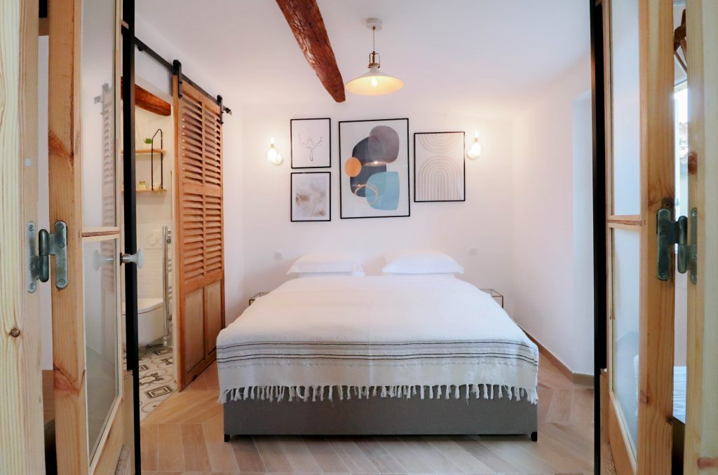 Bed apartment rental Antibes